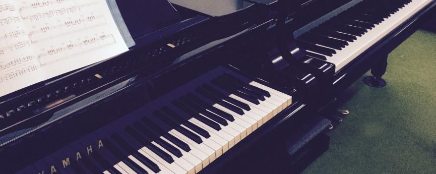 レッスンはグランドピアノ